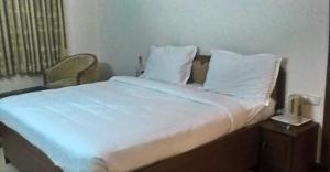 Gayathri Hotels, Отели  Tiruppūr - big - 17