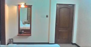 Gayathri Hotels, Отели  Tiruppūr - big - 18