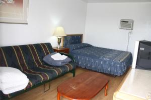 Kingsbridge Inn / Bon-Air Motel.  Photo 3