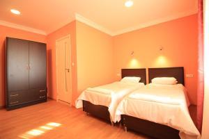 Отель California, Гонио