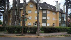 Apartamento 01 dormitório no Centro de Gramado, Апартаменты  Грамаду - big - 24
