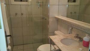 Apartamento 01 dormitório no Centro de Gramado, Апартаменты  Грамаду - big - 28
