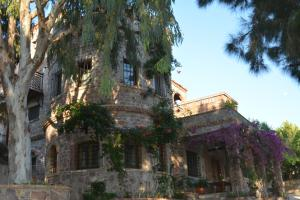 Lesvos Tower House Komninos, Виллы - Sígrion
