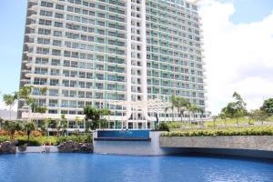 Azure Tropical Paradise, Манила