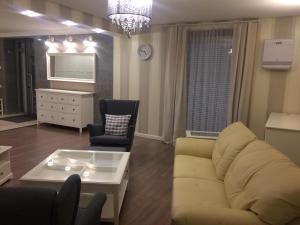 . Apartment 149м2 On Akademika Chokina