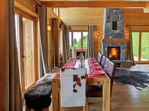 Chalet with Breathtaking Mountain View and Jacuzzi in Les Collons - Hotel - Thyon les Collons