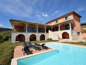 Villa - Chiroubles, Виллы  Chiroubles - big - 15