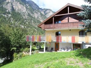 Spacious Apartment in St Niklaus near Mattertal Ski Area, Apartmanok  Sankt Niklaus - big - 2