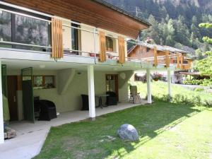 Spacious Apartment in St Niklaus near Mattertal Ski Area, Apartmanok - Sankt Niklaus