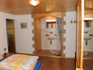 Spacious Apartment in St Niklaus near Mattertal Ski Area, Apartmanok  Sankt Niklaus - big - 9
