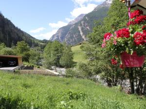 Spacious Apartment in St Niklaus near Mattertal Ski Area, Apartmanok  Sankt Niklaus - big - 11