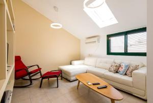 . Ha-Meyasdim 63 Apartment