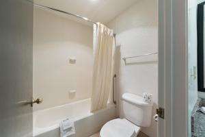 Motel 6 San Antonio - Fiesta Trails, Мотели  Сан-Антонио - big - 13