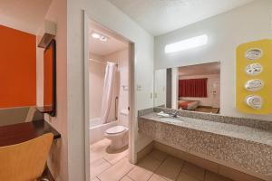 Motel 6 San Antonio - Fiesta Trails, Мотели  Сан-Антонио - big - 12