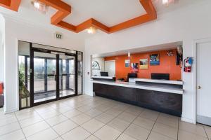 Motel 6 San Antonio - Fiesta Trails, Мотели  Сан-Антонио - big - 18