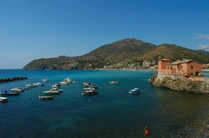B&B La Perla Blu, Bed and Breakfasts  Levanto - big - 24