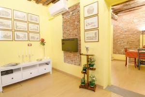 Cozy Bricks in Lucca Apartments - AbcAlberghi.com