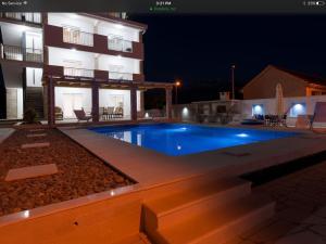 Villa Sandy Apartments, Тиват