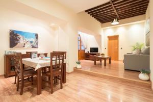 Ahro Suites, Apartmanok  Málaga - big - 4