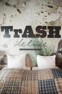 Hotel Trash Deluxe - Veldwezelt