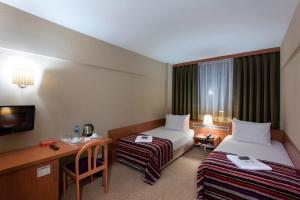 Standard Double or Twin Room Kent Hotel