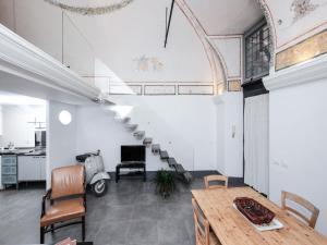 Ancient Trastevere Vespa Loft - abcRoma.com