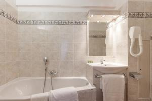 Logis Hotel Les Grands Crus, Hotel  Gevrey-Chambertin - big - 19