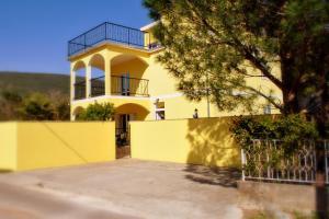 Apartments Villa-G Lustica