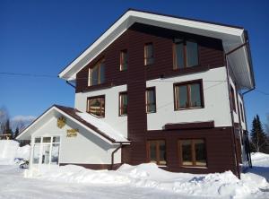 Zima-Leto Hotel - Nizhniy Munay