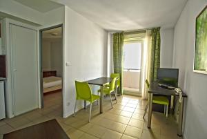 One-Bedroom Apartment (4 Adults) Appart'Hotel Avignon Campus Del Sol