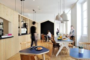 Auberges de jeunesse - Auberge Away & Coffee Shop