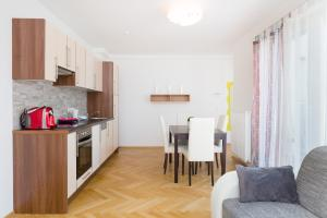 Sas-Niccy Apartments