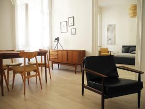 Elegant central flat