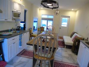 Runaway Bay Guest House - Accommodation - Hillier