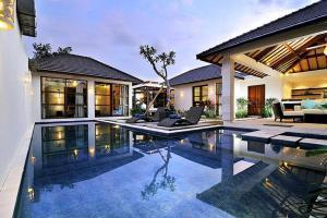 Arama Poolside Villa