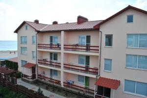 Отель Манго, Железный Порт