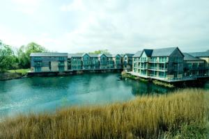 Cotswold Water Park Four Pillars Apartments
