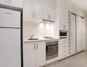 . Glen Waverley Apartment