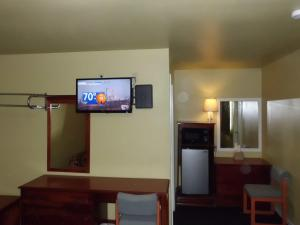 Budget ZZZZ Motel, Motels  Cleveland - big - 13