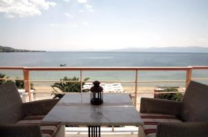 Over Sea Rooms & Villas