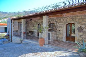 Agriturismo Antichi Ulivi Collina - AbcAlberghi.com