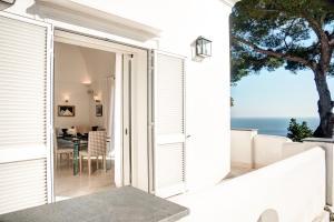 Villa Bouganvillae, Villas  Capri - big - 41