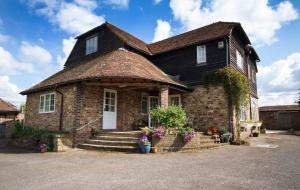 Magpies Lodge, Bed and breakfasts - Slinfold