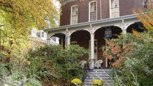 Hillard House Inn - Accommodation - Wilkes-Barre