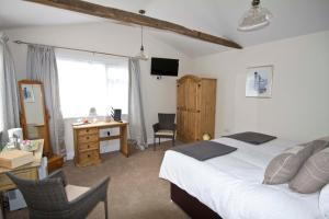 Magpies Lodge, Bed and breakfasts  Slinfold - big - 43