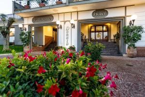 Hotel Ristorante Donato, Hotel  Calvizzano - big - 62