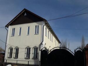 Отель Sweet House, Каракол (Иссык-Кульская область)