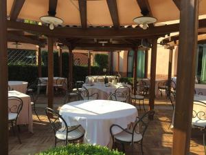 Hotel La Cantina, Отели  Medolla - big - 27