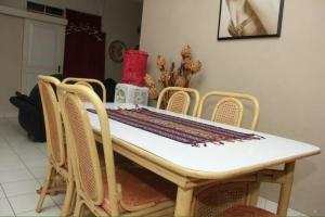 Pele Guesthouse, Penzióny  Bandung - big - 36