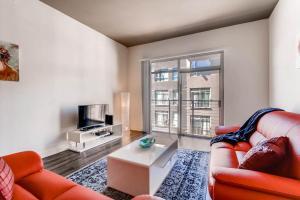 . Huge 2 Bedroom in Center of Gaslamp District